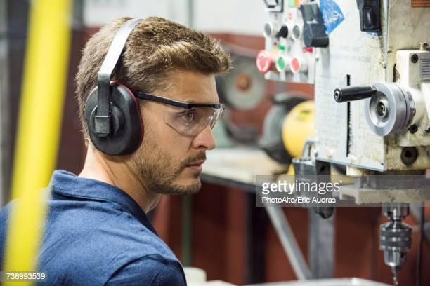 machinist working in factory - schutzbrille stock-fotos und bilder