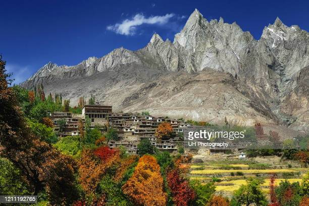machlu village in the karakoram mountain range - pakistan stock pictures, royalty-free photos & images