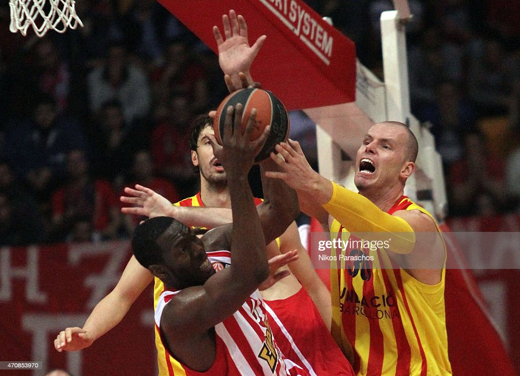 Maciej Lampe, #30 Of FC Barcelona Competes With Bryant Dunston, #6 Of