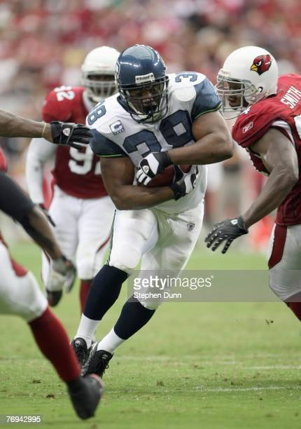 Mack Strong of the Seattle Seahawks carries the ball during the game with the Arizona Cardinals at University of Phoenix Stadium September 16, 2007...