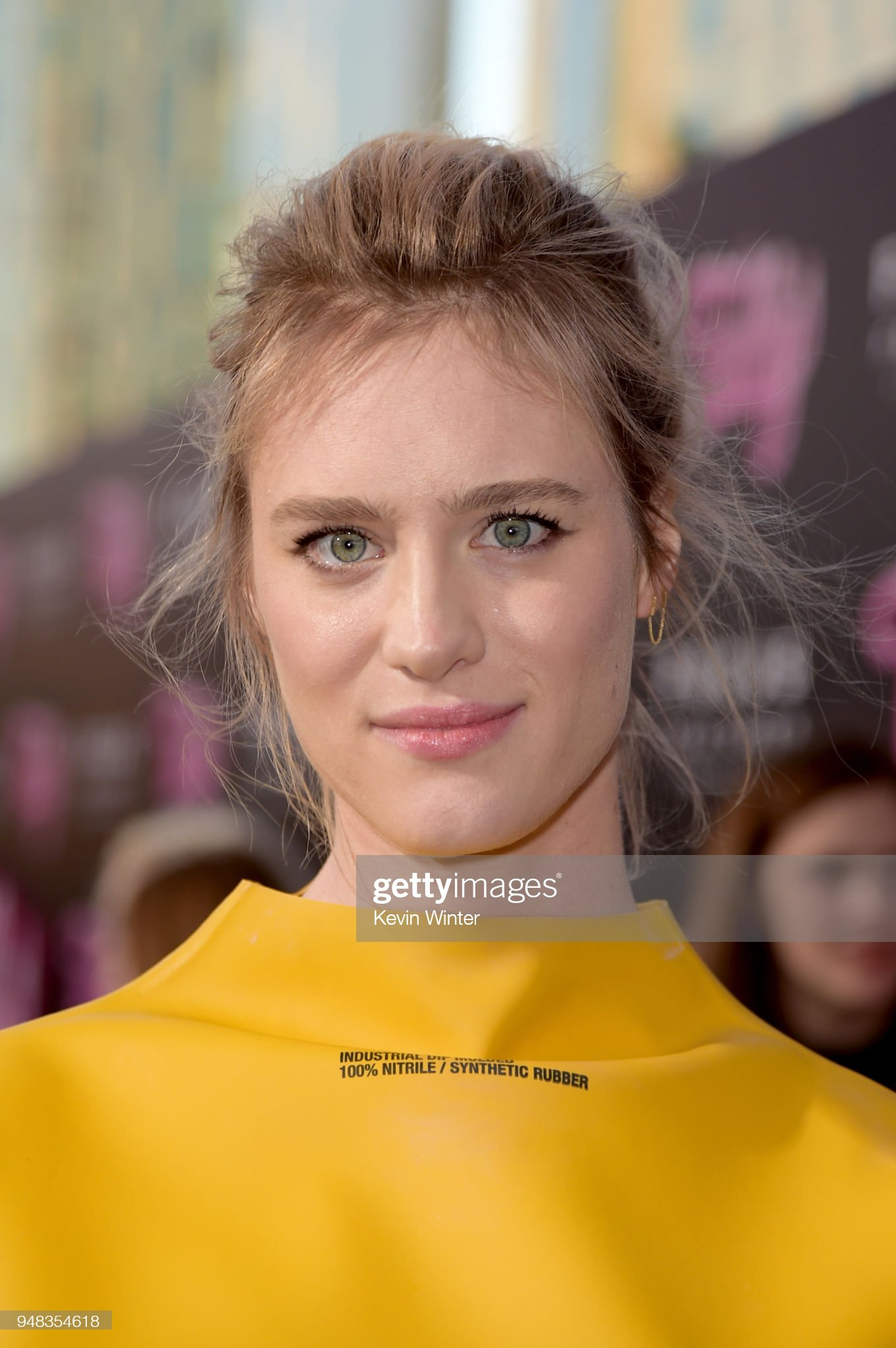 ¿Cuánto mide Mackenzie Davis? - Real height Mackenzie-davis-attends-the-premiere-of-focus-features-tully-at-regal-picture-id948354618?s=2048x2048