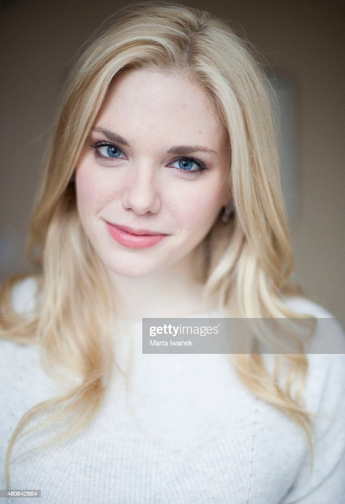 mackenzie mauzy from the movie into the woods poses for a