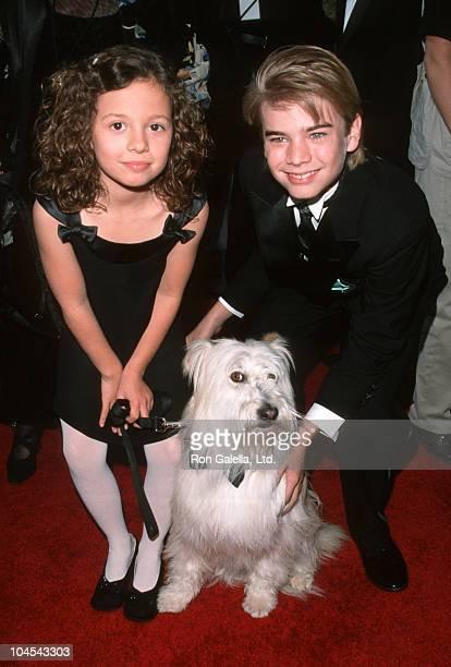 Mackenzie Rosman, Happy the dog, and David Gallagher