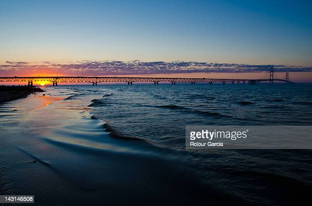 mackinac bridge at sunset - rolour garcia stock pictures, royalty-free photos & images