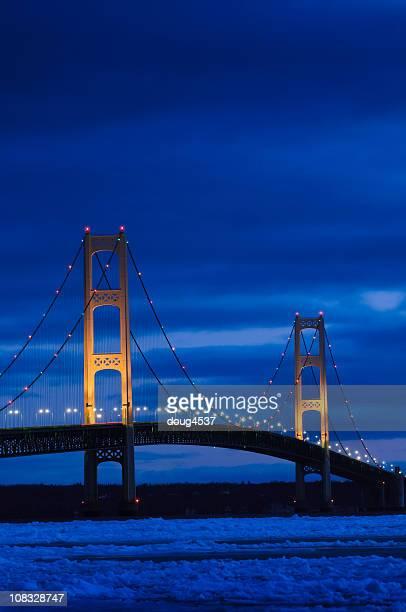 Puente Mackinac en invierno