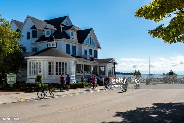 mackinac street - inn stock pictures, royalty-free photos & images