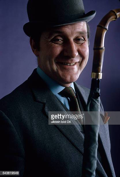MacNee Patrick * actor UK as 'John Steed' from the television series 'The Avengers' 1968