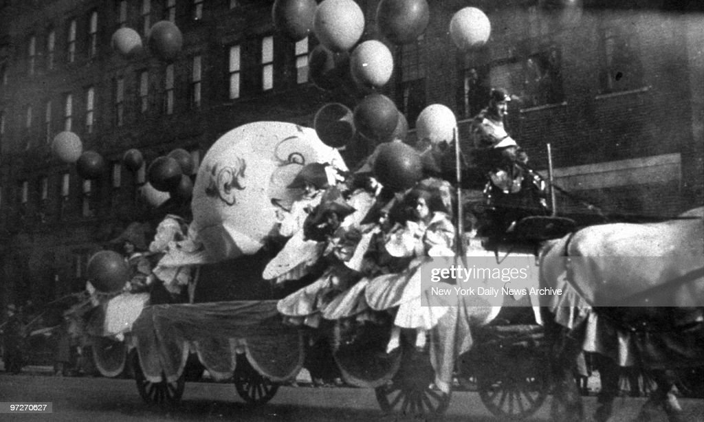 Macy's Thanksgiving Day Parade- First Parade, 1926 : News Photo