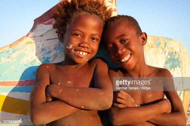 madagascar, happy children - dietmar temps 個照片及圖片檔