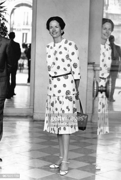 Madame AnneAymone Giscard d'Estaing épouse de Valéry Giscard d'Estaing reçoit le Shah d'Iran au Palais de l'Elysée à Paris le 26 juin 1974