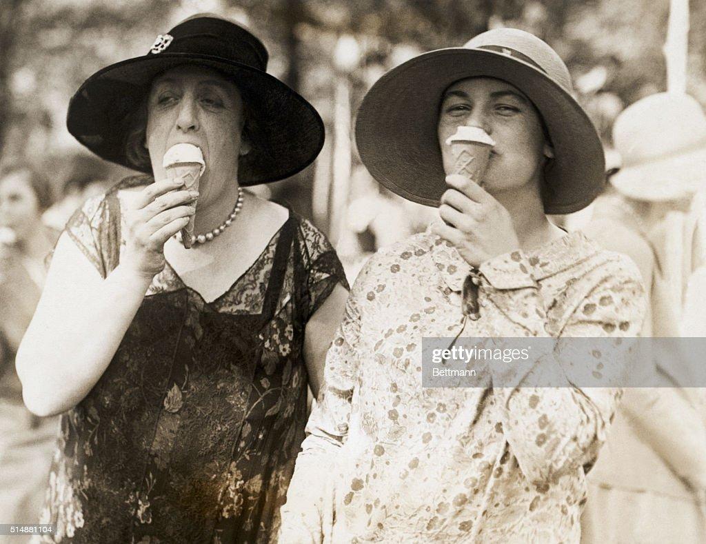 Society Women Eating Ice Cream Cones : News Photo