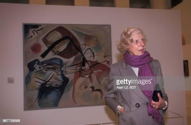 Madame Claude Pompidou assiste au vernissage de l'exposition Kandinsky le 30 janvier 1998 à Nantes France