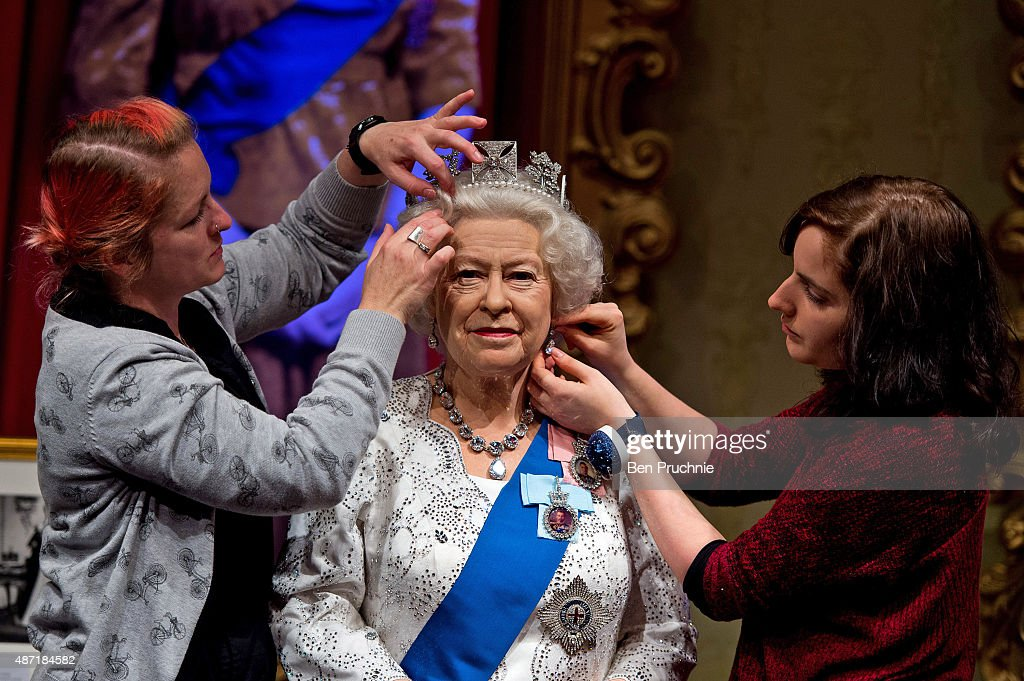 Madame Tussauds Mark Queen Elizabeth II As Longest Serving Monarch With Updated Outfit : News Photo
