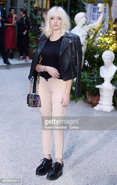 Maddi Bragg attends the Burberry Prorsum show during London Fashion Week Autumn/Winter collections 2016/2017 on September 19 2016 in London United...