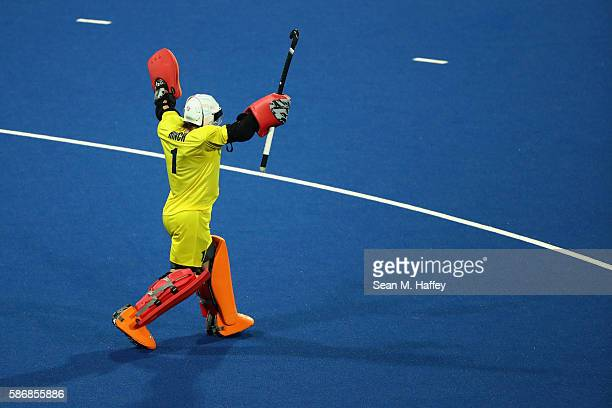 Maddie Hinch of Great Britain reacts to beating Australia 2-1 during a Women's Pool B match between Australia and Great Britain on Day 1 of the Rio...