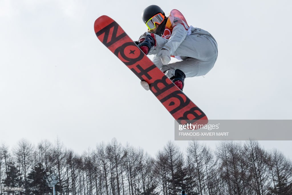 US Maddie Mastro competes during qualification of the women's snowboard halfpipe at the Phoenix Park during the Pyeongchang 2018 Winter Olympic Games on February 12, 2018 in Pyeongchang. / AFP PHOTO / François-Xavier MARIT