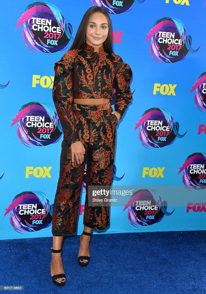 Maddie Ziegler arrives at the Teen Choice Awards 2017 at Galen Center on August 13, 2017 in Los Angeles, California.