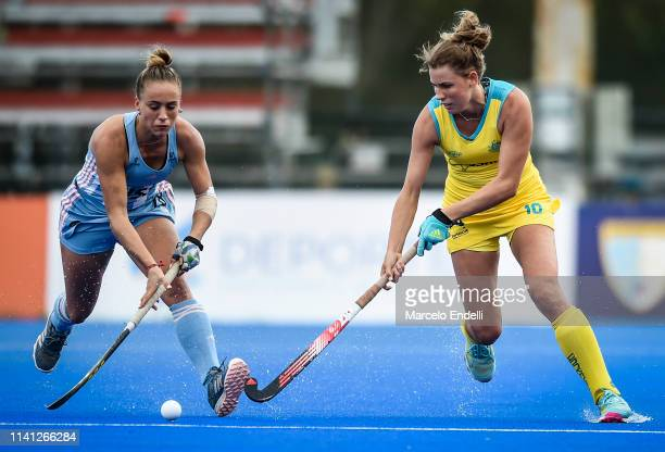 Maddy Fitzpatrick of Australia competes for the ball with Julieta Jankunas of Argentina during the Women's FIH Field Hockey Pro League match between...