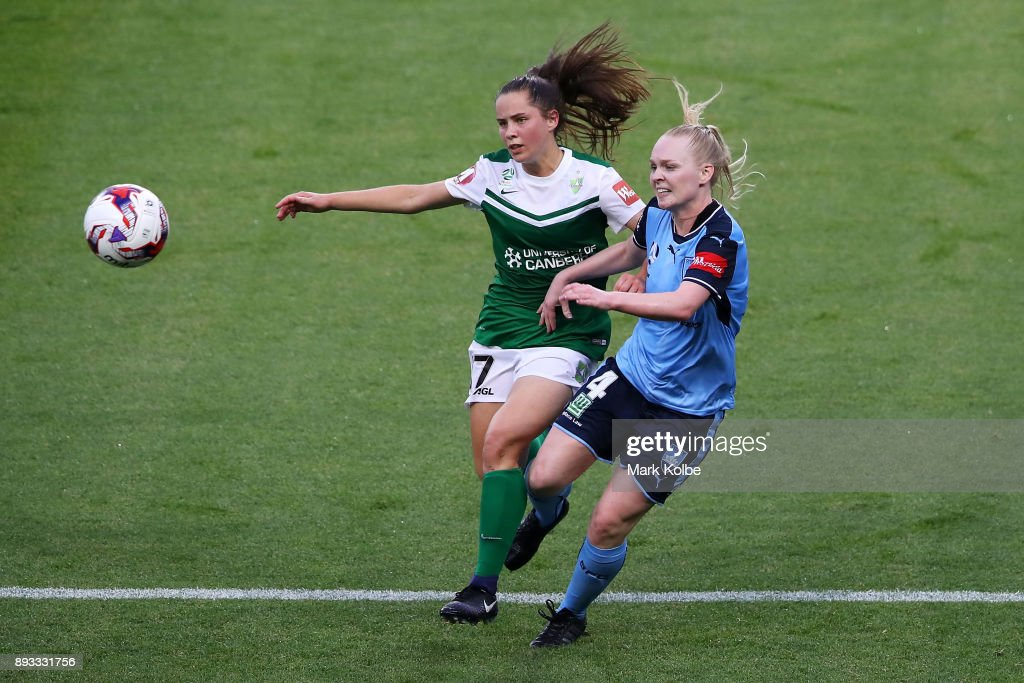Maddy Whittall of Canberra United and Elizabeth Ralston of Sydney FC compete for the ball during the round eight W-League match between Sydney FC and Canberra United at Allianz Stadium on December 15, 2017 in Sydney, Australia.