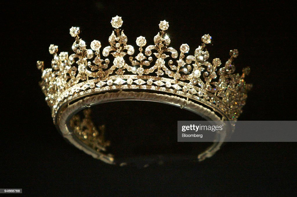 Made by Garrards in 1893 this silver and diamond tiara was a : News Photo