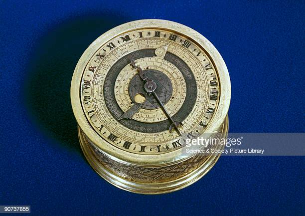 Made by Ninon Vallin one of the few English clockmakers of the Elizabethan period and signed on the top plate The single hour hand of this clock...
