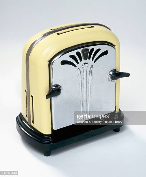 Made by the Gramophone Co Ltd Hayes Middlesex From the 1940s the popup toaster took over as the standard design The first popup toaster was designed...