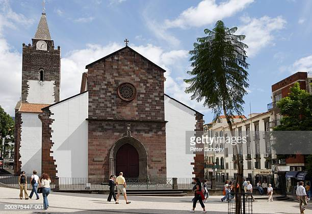 madeira, funchal, funchal cathedral and pedestrians in town centre - funchal stock pictures, royalty-free photos & images