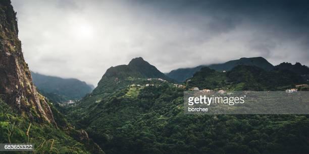 panorama de las montañas de madeira - madeira island fotografías e imágenes de stock