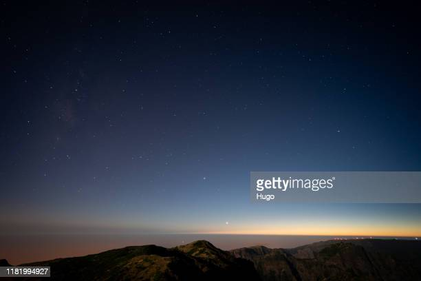 madeira pico do ariero at night - observatorium stock-fotos und bilder
