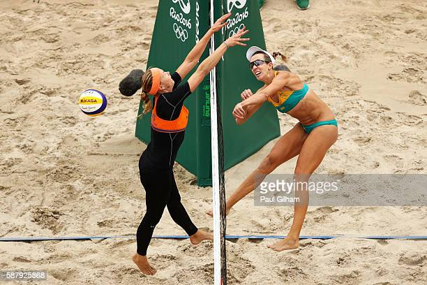 Madelein Meppelink of Netherlands vies with Louise Bawden of Australia during their women's prelimiary pool F match on Day 5 of the Rio 2016 Olympic...