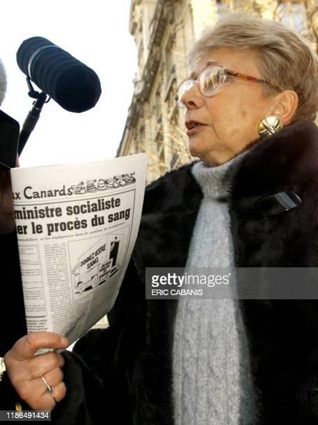 Madeleine Aloncle mère d'une jeune femme décédée en 1991 après six années de transfusion présente le 10 février devant la Cour de Justice de la...