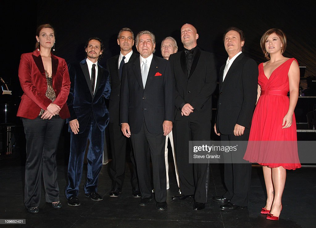 Singers and Songs Celebrate Tony Bennett's 80th to Benefit Paul Newman's Hole in the Wall Camps - Backstage and Audience