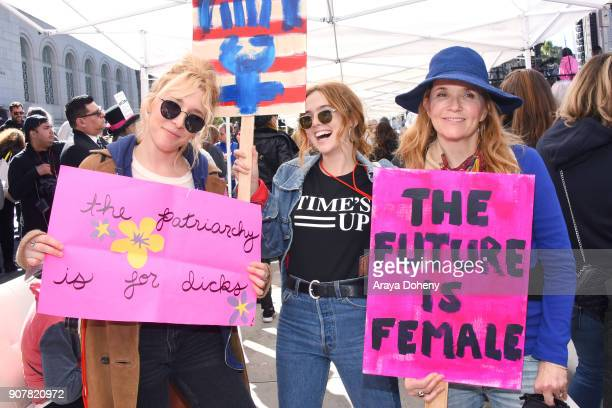 Madelyn Deutch Zoey Deutch and Lea Thompson at 2018 Women's March Los Angeles at Pershing Square on January 20 2018 in Los Angeles California