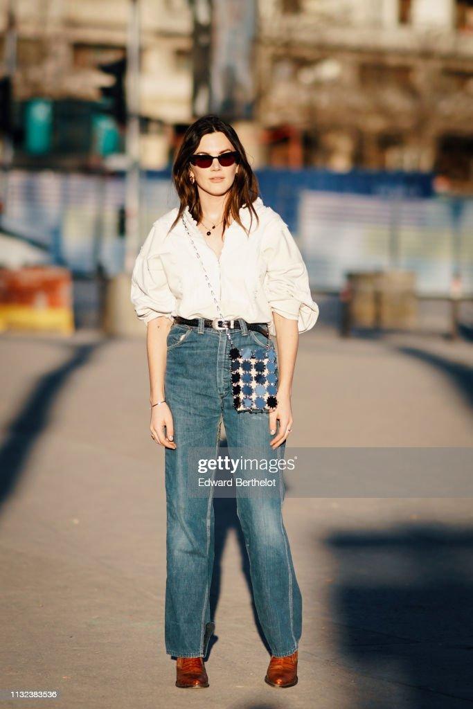 Street Style - Paris Fashion Week Womenswear Fall/Winter 2019/2020 : Day Two : News Photo