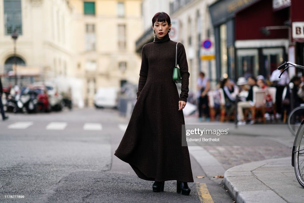 Street Style : Paris Fashion Week - Womenswear Spring Summer 2020 : Day Eight : Photo d'actualité
