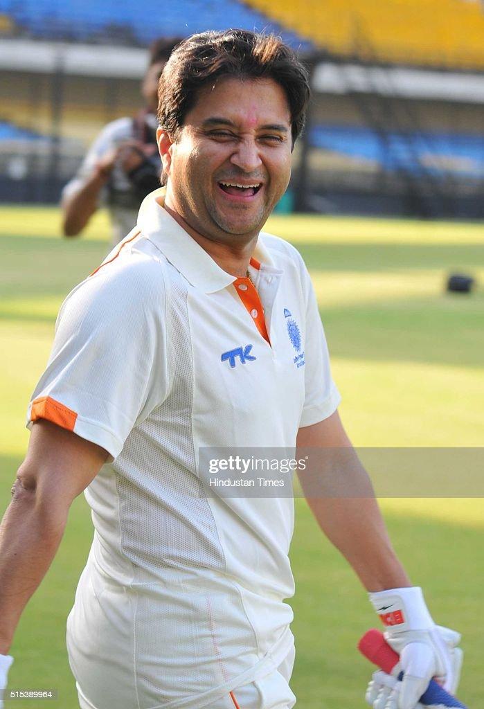 mp cricket association chairman jyotiraditya scindia plays friendly