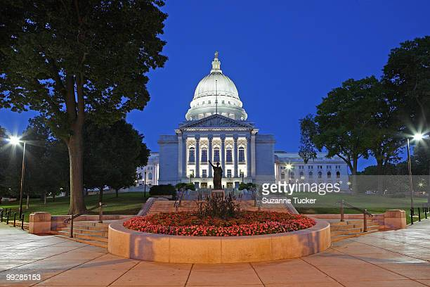 madison capitol at night - madison wisconsin stock pictures, royalty-free photos & images
