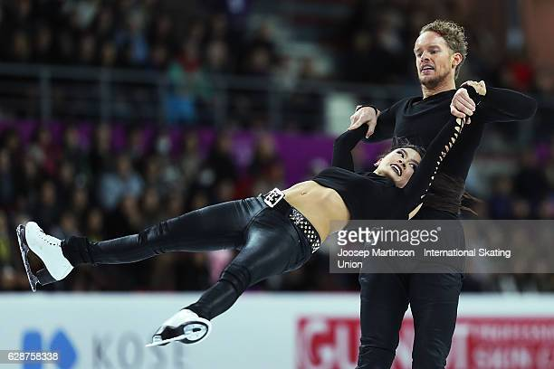 Madison Chock and Evan Bates of United States compete during Senior Ice Dance Short Dance on day two of the ISU Junior and Senior Grand Prix of...