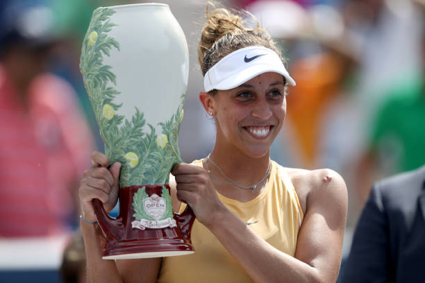WTA CINCINNATI 2019 - Page 5 Madison-keys-of-the-united-states-poses-with-the-trophy-after-of-picture-id1168813643?k=6&m=1168813643&s=612x612&w=0&h=9rt7MIFgMtk47d8AXFQ4yJvFlKhj8Quse8hsYALZom8=