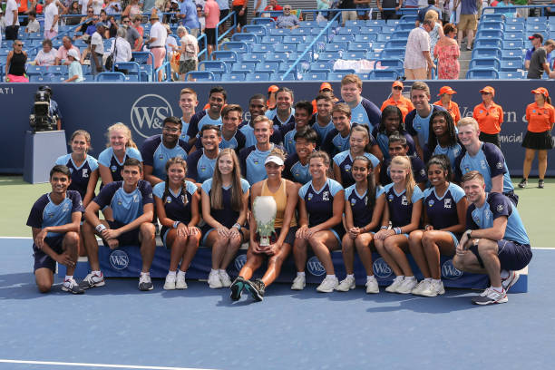 WTA CINCINNATI 2019 - Page 5 Madison-keys-of-united-states-poses-with-the-rookwood-cup-trophy-and-picture-id1162579363?k=6&m=1162579363&s=612x612&w=0&h=0MwQ0Qq5phf7ciVQHrwHYjRLF6BpJ8h6NFcXAD90kWo=