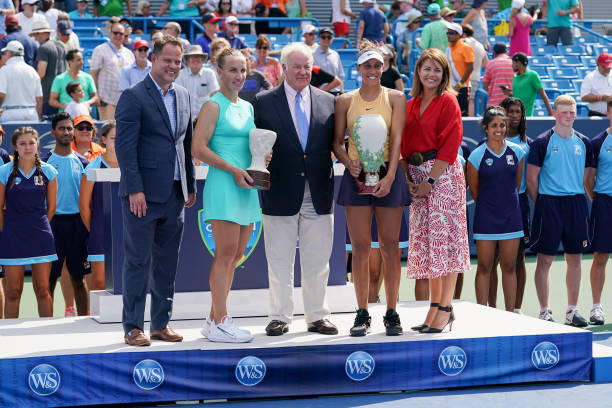 WTA CINCINNATI 2019 - Page 5 Madison-keys-of-united-states-poses-with-the-rookwood-cup-trophy-picture-id1162579353?k=6&m=1162579353&s=612x612&w=0&h=UJn9s9Yl7Z8UUurBlTpXcHqSjND8_1kTLvj4o3OZKW0=