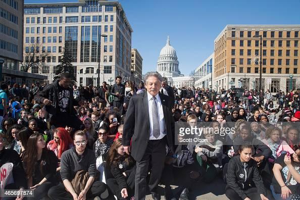 Quick Someone Give Paul Soglin Bag Of >> Madison Mayor Paul Soglin Prepares To Address Demonstrators Most Of