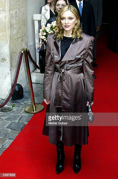 Madonna arrives at the garden party to promote her new childrens book 'The English Roses' at Hotel Particulier September 15, 2003 in Paris.