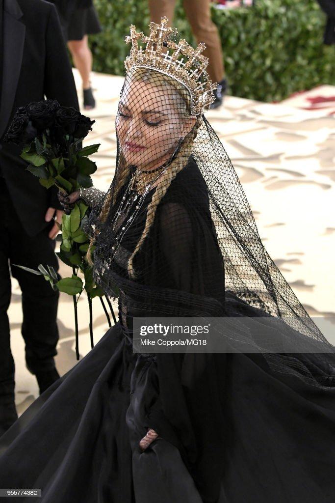 Heavenly Bodies: Fashion & The Catholic Imagination Costume Institute Gala - Red Carpet : News Photo