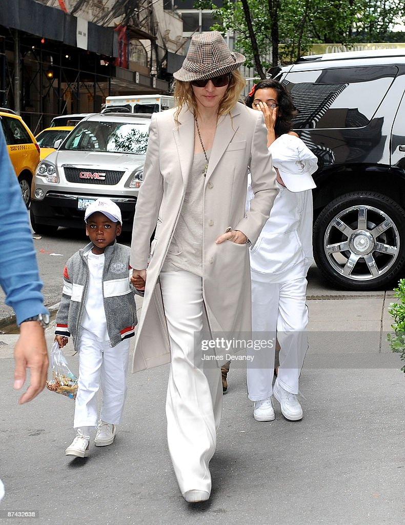 Madonna (C), David Banda and Rocco Ritchie arrive to the Kabbalah Center in Manhattan on May 16, 2009 in New York City.