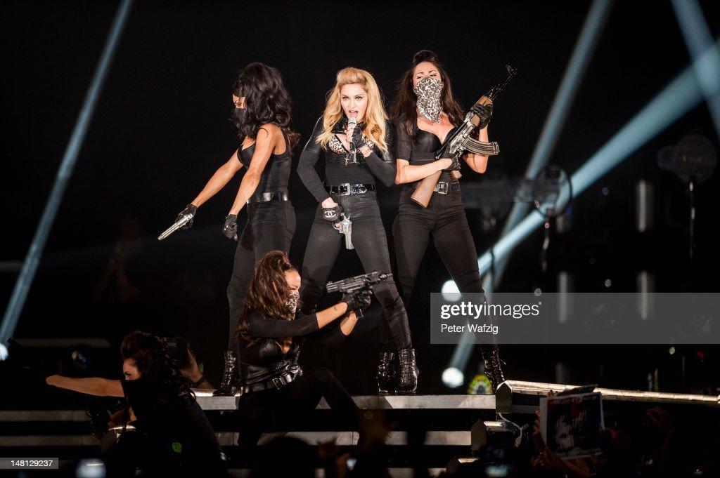 Madonna Performs In Cologne : Nachrichtenfoto
