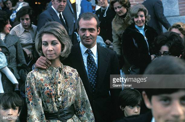 Madrid 1975 The princes of Spain Juan Carlos and Sofia with their employees in Zarzuela Palace