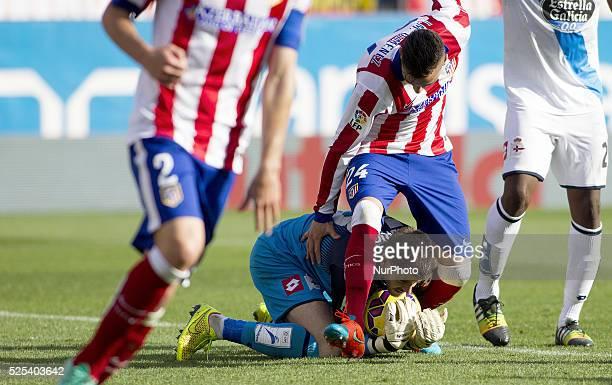 Atletico de Madrid's Uruguayan Defender Jose Maria Gimenez and Deportivo de la Coru��as goalkeeper player Fabricio Agosto during the Spanish League...