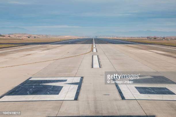 madrid barajas airport runway - 滑走路 ストックフォトと画像