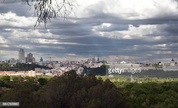 madrid cityscape from casa de campo - campo stock pictures, royalty-free photos & images